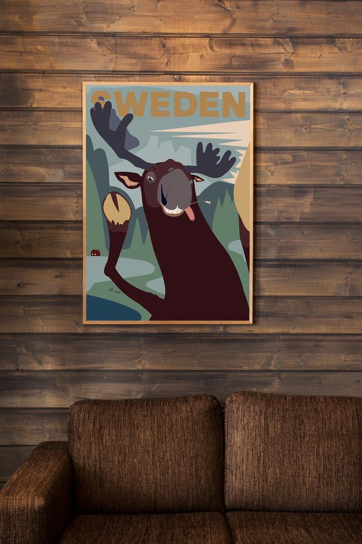 Affisch som föreställer en glad älg i Sverige